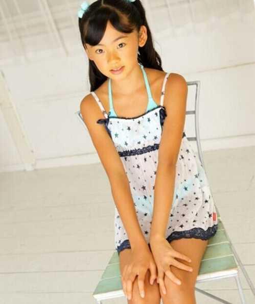 金子美穗全身不挡照片 日本著名童星金子美穗脱裙子大图