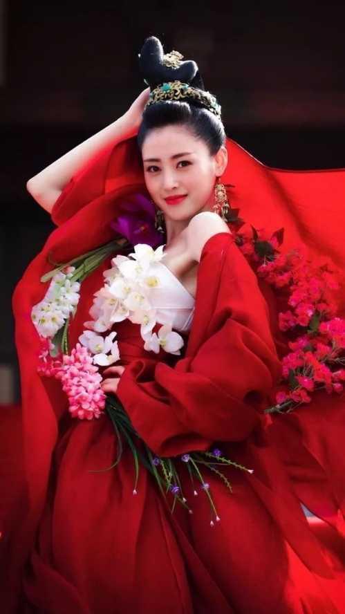 红唇吊带红衣手绘图