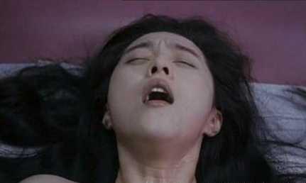 韩国三级和老师 迅雷下载 迅雷下载这是当时香港电影发展黄金时期的一部作品片中的女主角是那么的给力表现出了惊人的表演能力这直接让小编无言以对.(图2)