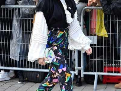 科洛格蕾斯莫瑞兹洞 女星科洛·格蕾斯·莫瑞兹巴黎街头时尚拍照