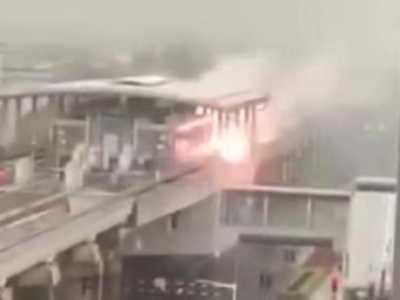上海地铁站遭雷击 胆小的可能当场被吓哭